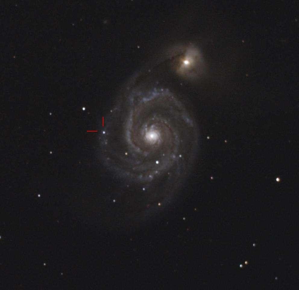 La galaxie du Tourbillon photographiée la nuit du 4 au 5 juin depuis les environs de Toulouse avec un télescope de 20 centimètres de diamètre (51 minutes de poses avec un appareil photo numérique). On y voit parfaitement la supernova dans l'un des bras spiraux. © Philippe Renauld