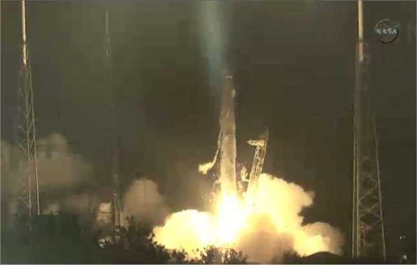 Dans le ciel de Floride, ce 22 mai 2012 à 7 h 44 TU, le lanceur Falcon-9 décolle de Cap Canaveral. Ce nouveau système de transport spatial, entièrement privé, pourrait bien révolutionner les politiques futures de l'accès à l'espace (à l'image, le Falcon-9). © Nasa