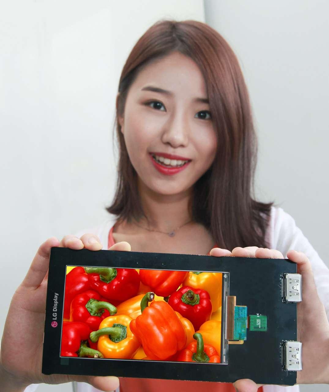 LG avait déjà lancé les premiers écrans pour mobiles en Full HD en 2012. Avec sa qualité d'affichage et sa finesse, l'écran 5,5 pouces qu'il vient de présenter pourrait rapidement devenir la norme des smartphones et autres phablets les prochaines années. © Samsung