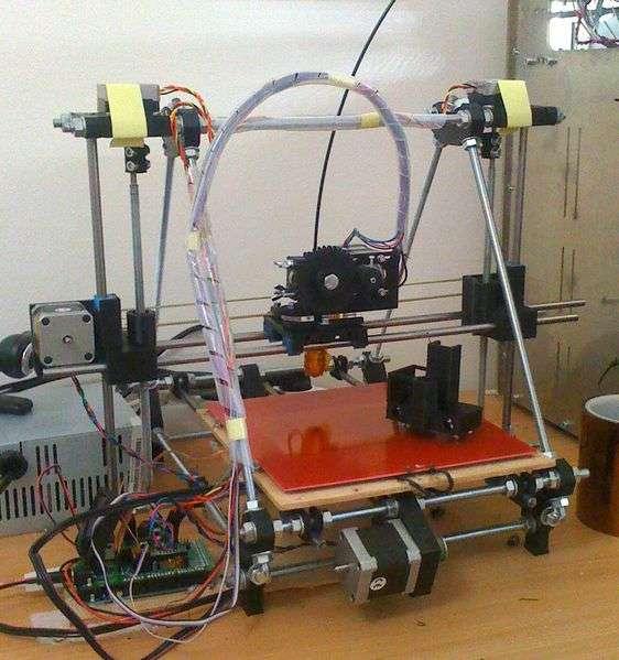 RepRap est une imprimante 3D libre qu'il est possible de construire à la maison. © RepRap