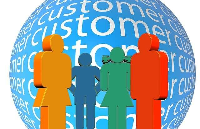 Depuis la fin du XXe siècle, la gestion de la relation avec les clients (customers, en anglais) occupe une importance croissante dans la stratégie des entreprises. © CC0, DP, via Pixabay