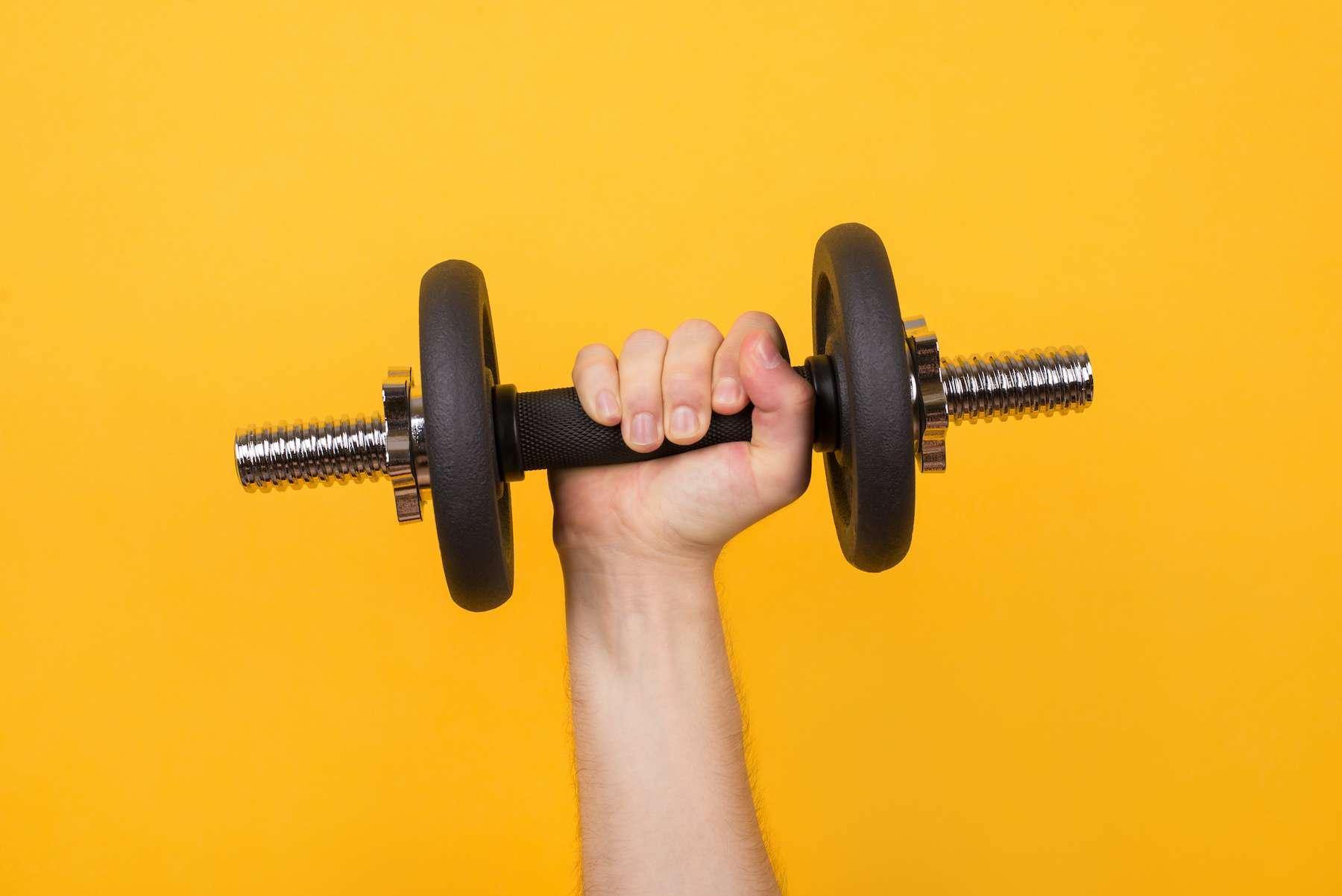 Entraîner son bras gauche peut muscler son bras droit… sans le bouger. © ActionGP, Adobe Stock