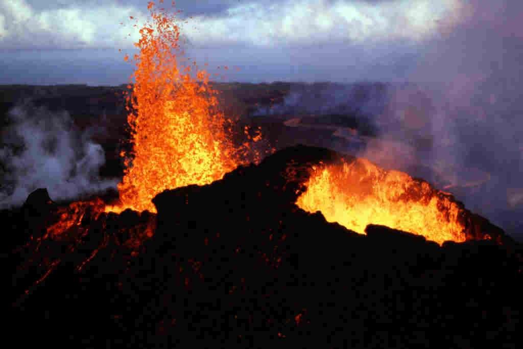 Cette image prise à Hawaï montre l'une des éruptions du Pu'u 'O'o–Kupaianaha entre 1983 et 1997. Crédit : U.S. Geological Survey