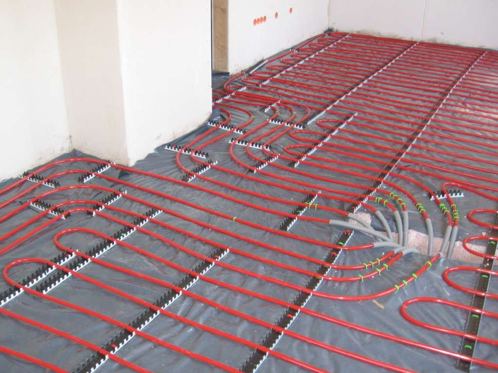 Le plancher chauffant permet de chauffer par le sol grâce à un système de tuyaux. © H. Raab, CC BY-SA 2.0, Wikimedia Commons