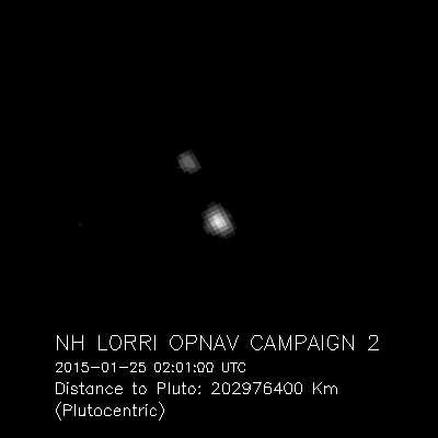 New Horizons était à un peu moins de 203 millions km de Pluton et Charon lorsque l'instrument Lorri a réalisé cette image utilisée pour les opérations de navigation (OpNav). C'était le 25 janvier 2015 soit 85 ans après la découverte de la planète naine par Clyde Tombaugh (ses cendres sont à bord de la sonde spatiale). Son rendez-vous avec Pluton est prévu le 14 juillet prochain. Cliquez ici pour voir l'animation. © Nasa, Johns Hopkins University Applied Physics Laboratory, Southwest Research Institute
