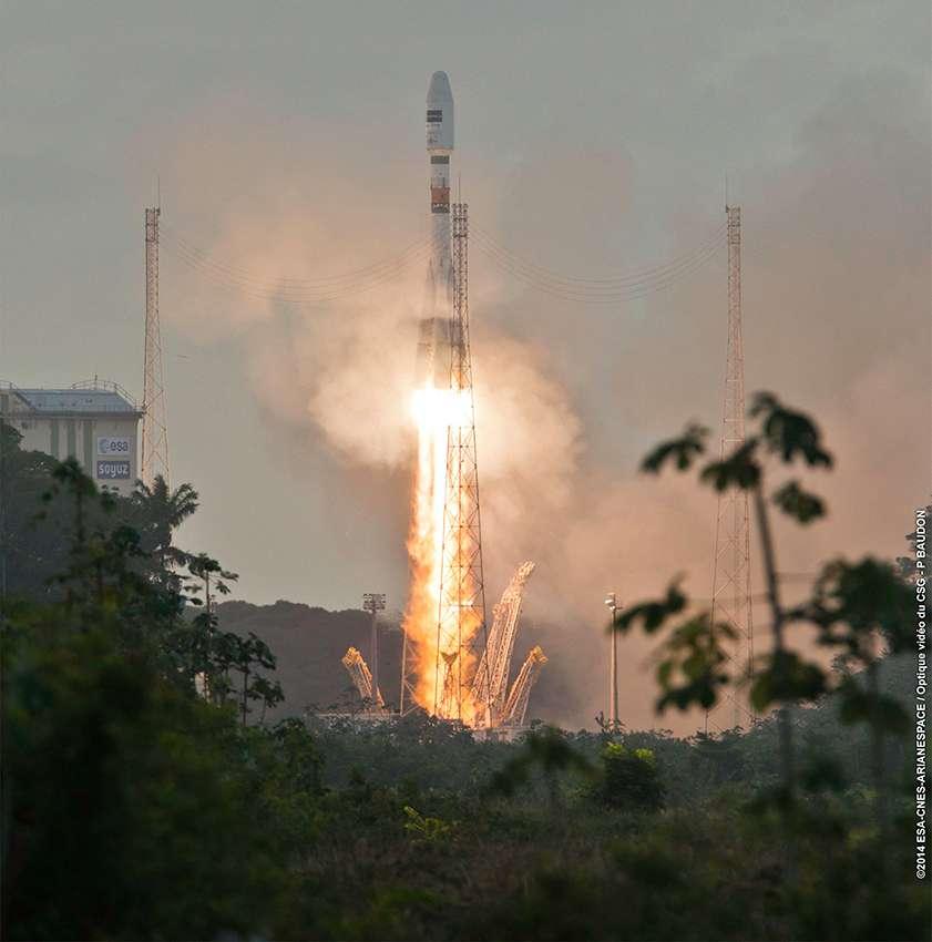 Le décollage du lanceur Soyouz qui emporte le satellite Sentinel 1A, le 3 avril 2014 à 18 h 02 en heure locale de Guyane, soit 21 h 02 en temps universel. Deux caméras ont suivi le décollage au niveau de la fusée. © Arianespace