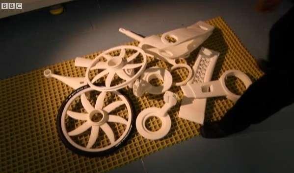 Chaque élément du vélo est produit d'une seule pièce. © BBC