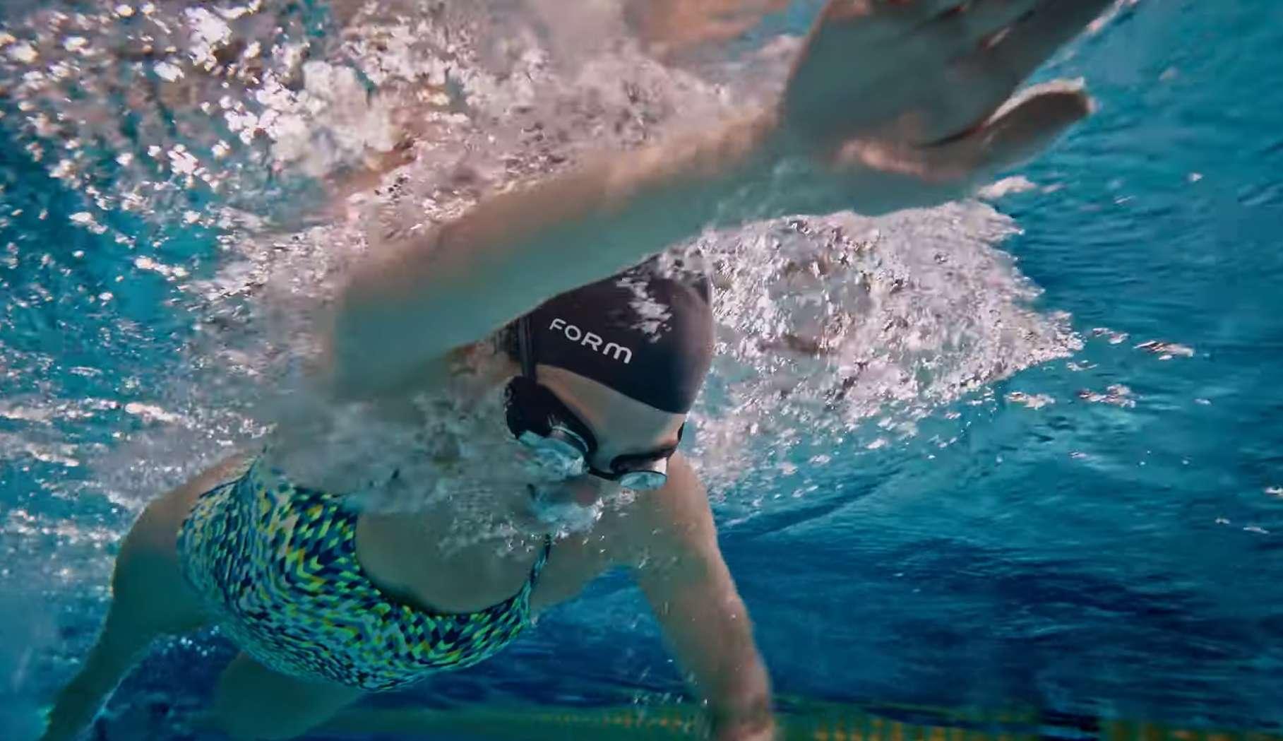 Form lance des lunettes de natation dotées de la réalité augmentée. © Form