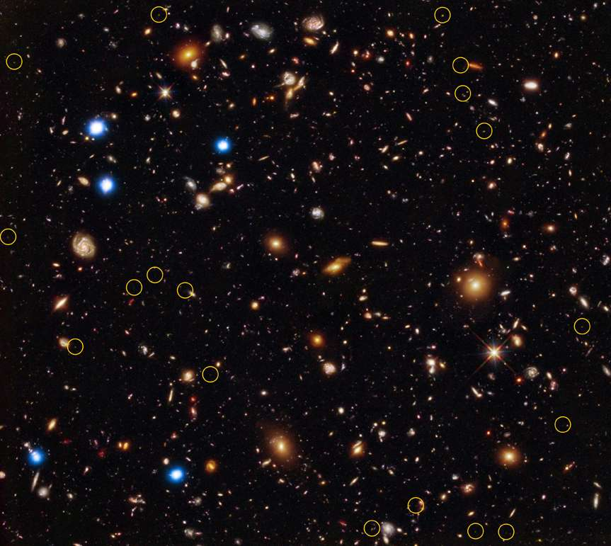 Le Chandra Deep Field South avec des images de Hubble en optique et infrarouge. Les cercles montrent la localisation des plus vieux trous noirs massifs connus aujourd'hui. © Rayons X : Nasa/CXC/U.Hawaii/ E.Treister et al; infrarouge : Nasa/STScI/UC Santa Cruz/G.Illingworth et al; optique: Nasa/STScI/S.Beckwith et al.