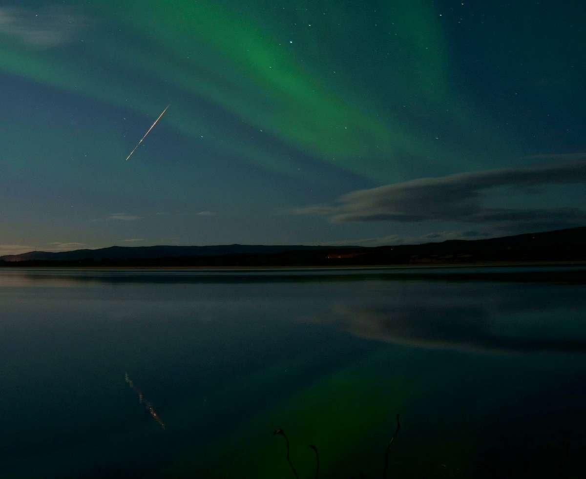 Brillante Draconide le soir du 8 octobre 2011. © Frank Martin Ingilae/SpaceWeather.com