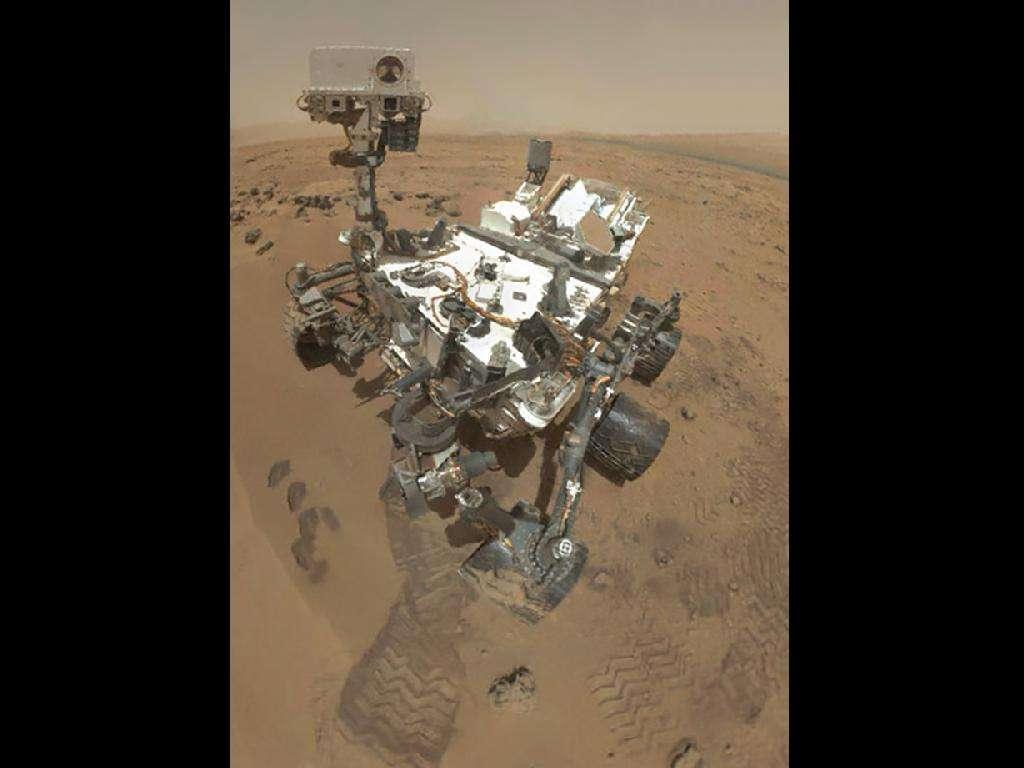 Un autoportrait du rover Curiosity, réalisé avec une série d'images (d'où l'absence du bras robotisé portant l'appareil photo). Arrivé sur Mars en août 2012, il est prévu pour y travailler jusqu'à l'été 2014 (soit une année martienne). Il pourra peut-être allonger sa mission comme l'ont fait Spirit et Opportunity, qui ne devaient fonctionner que 3 mois et qui ont vaillamment poursuivi leur labeur, Spirit ne déclarant forfait qu'en mars 2010, alors qu'Opportunity répond toujours présent. © Nasa, JPL-Caltech, Malin Space Science Systems