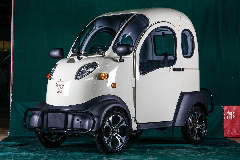 La K5 d'ElectricKar n'est pas une voiture électrique polyvalente, mais plutôt un moyen de transport pour les trajets courts en alternative à une deux roues. © ElectricKar/Alibaba