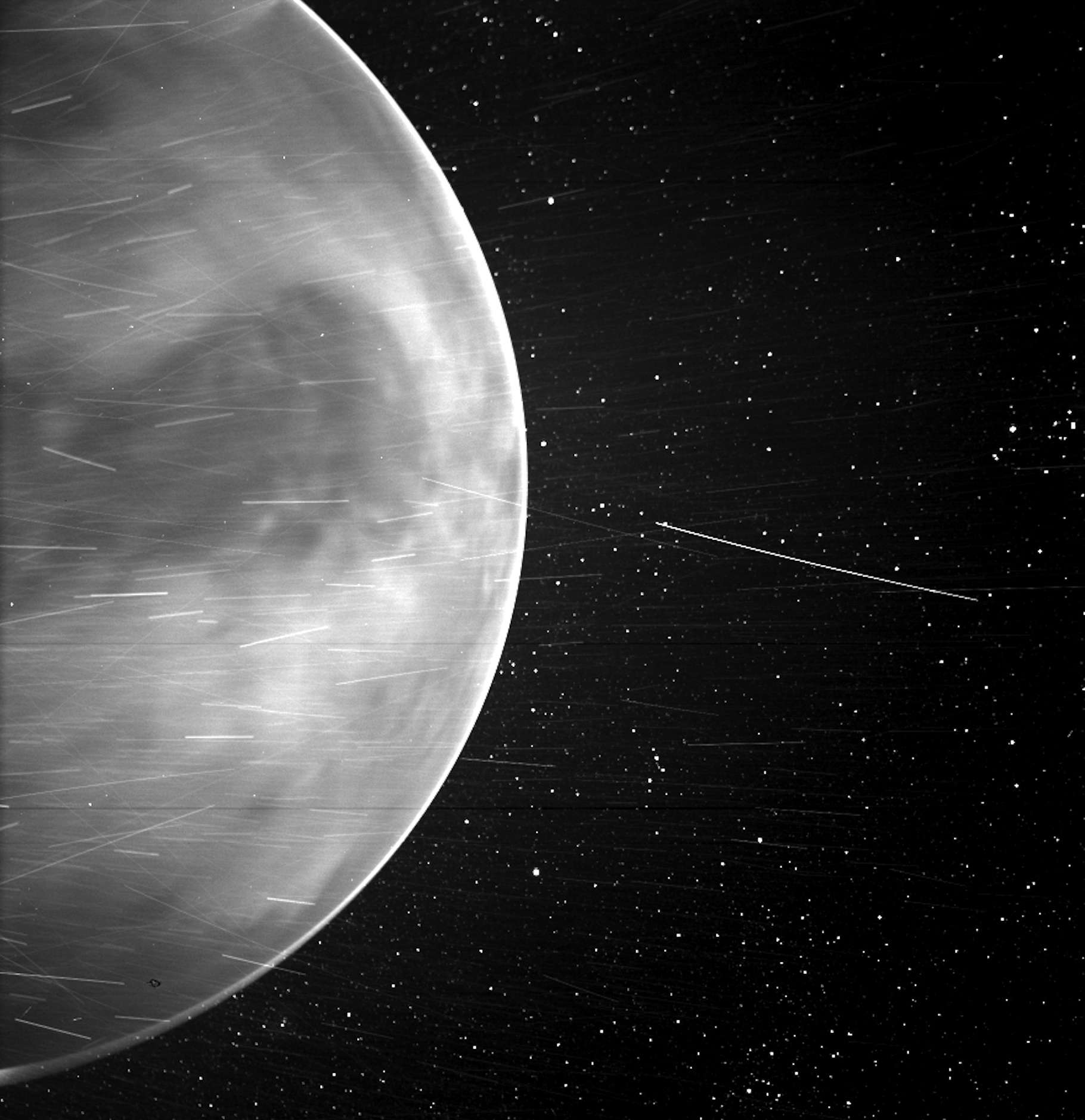 L'image du côté nocturne de Vénus renvoyée par la sonde de la Nasa Parker Solar Probe en juillet 2020. © Nasa, Johns Hopkins APL, Naval Research Laboratory, Guillermo Stenborg et Brendan Gallagher