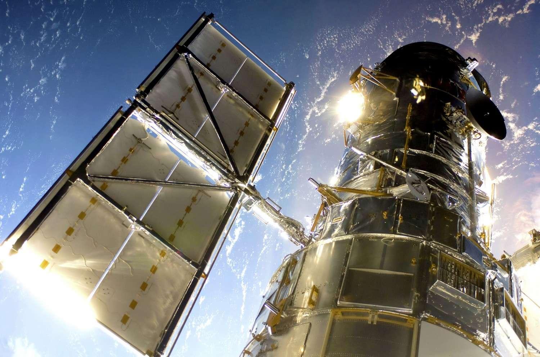 Le télescope Hubble photographié depuis la navette spatiale américaine au cours d'une mission de maintenance. © Nasa