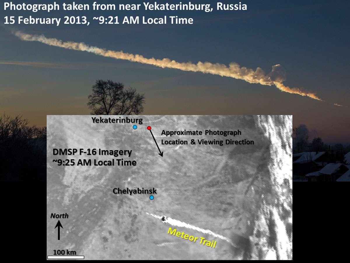 Photographie amateur de la traînée de débris qui suivit l'explosion de la météorite, combinée avec une image capturée au même moment par un satellite américain. © Photo : Alex Alishevskikh ; image satellite : Steven D. Miller, Colorado State University