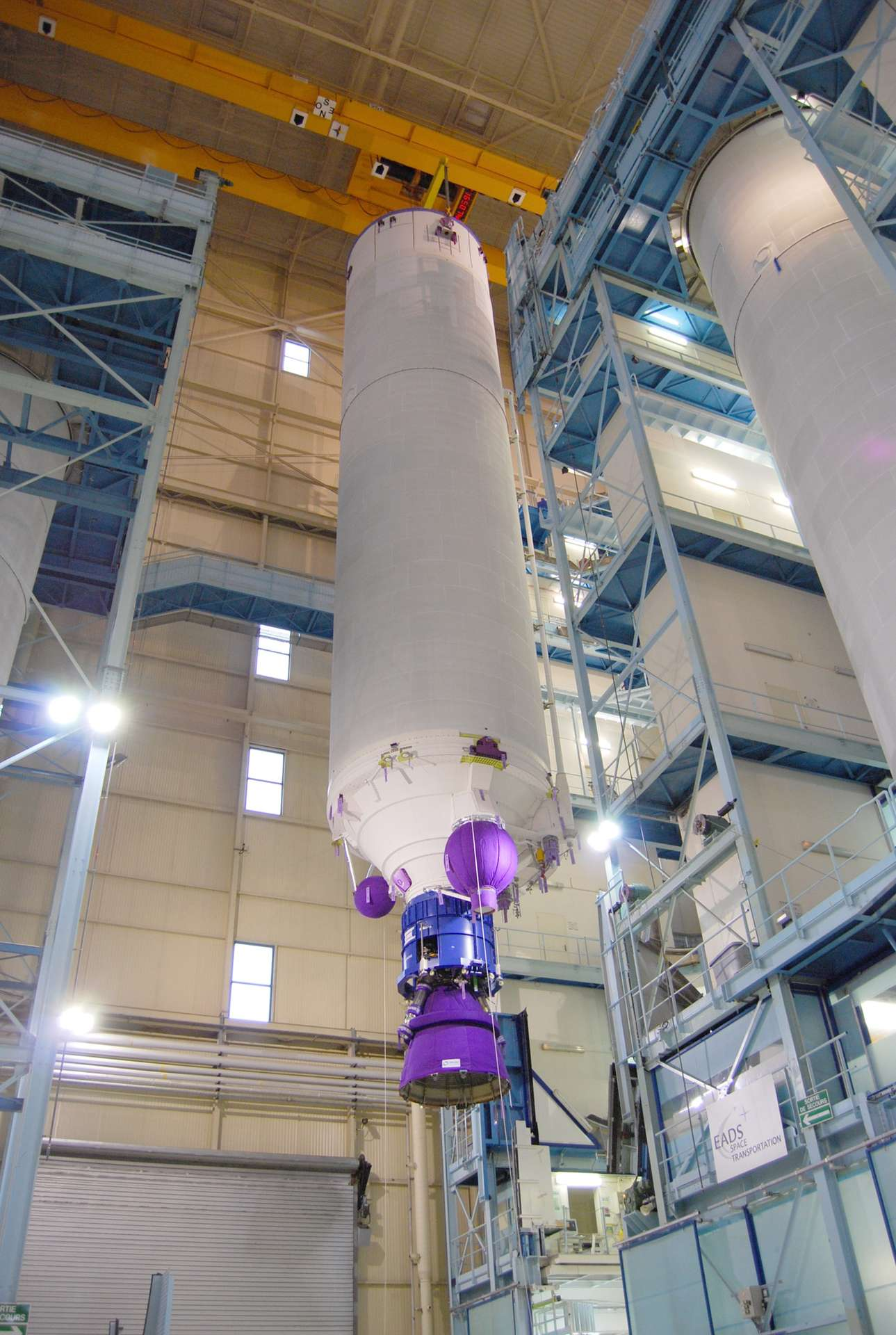 Un EPC dans l'usine de les Mureaux d'Astrium d'où sont fabriqués ces étages pour Ariane 5. © Rémy Decourt