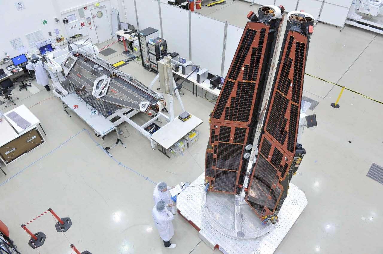 Construits par Astrium, les trois satellites de la mission Swarm sont conçus pour étudier le champ magnétique terrestre et améliorer ainsi notre compréhension de la Terre et de son climat. © Juergen Dannenberg, Astrium
