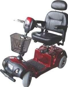 Parmi les fauteuils les plus évolués, le Wedge est un scooter à quatre roues prévu pour une utilisation mixte. Il peut circuler à l'extérieur en terrain aménagé et à l'intérieur du fait de sa relative compacité. Il coûte 2.400 euros hors taxe. © Dupont Medical