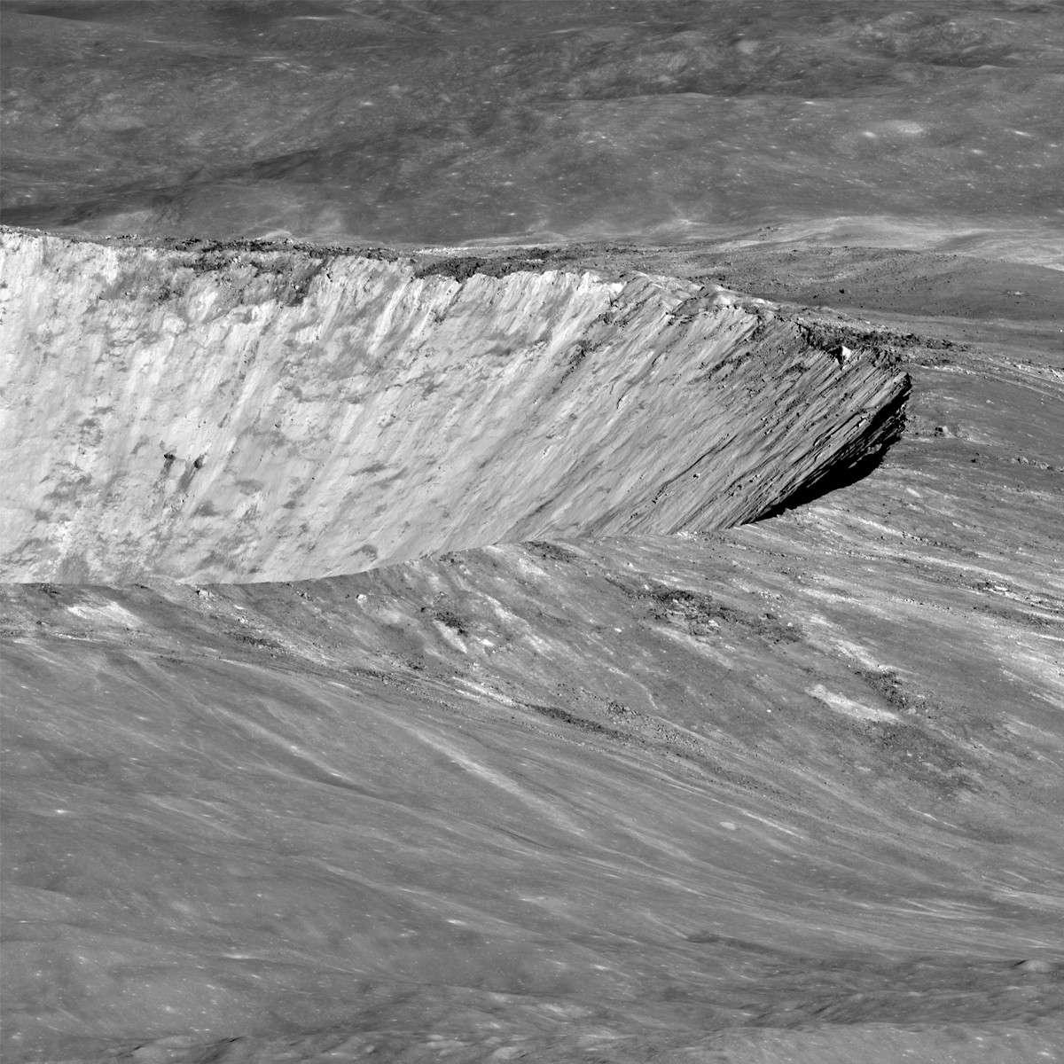 Pour dater précisément le cratère lunaire Giordano Bruno, il faudra prélever sur ses pentes des morceaux de roche fondue. © Nasa, GSFC, Arizona State University