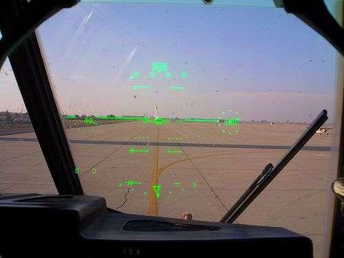 """Le système """"pilotage tête haute"""" du C-130. Source : Telstar Logistics"""