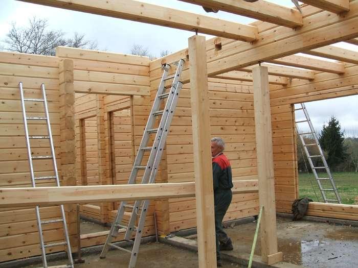 Autoconstruction d'une maison en bois, crédits DR.