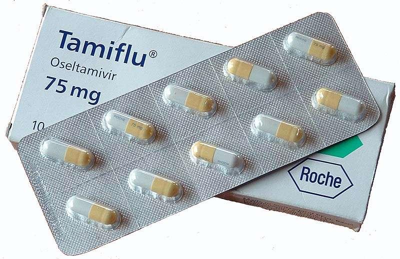 Le Tamiflu est le principal traitement de la grippe. Il agit en inhibant la neuraminidase, permettant au virus d'infecter de nouvelles cellules. Il était jusque-là efficace pour traiter la grippe A(H7N9), mais une mutation du virus lui fait perdre sa capacité d'action, chez certains patients. © Moriori, Wikipédia, DP