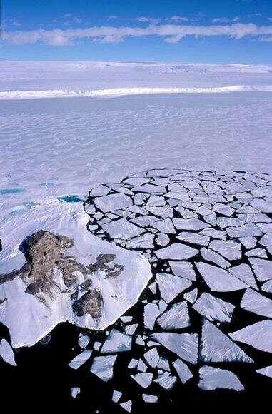 Début de débacle en Antarctique. Crédit : IPEV