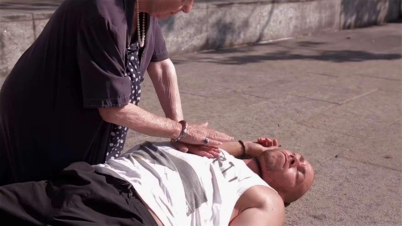 Comment faire un massage cardiaque ?