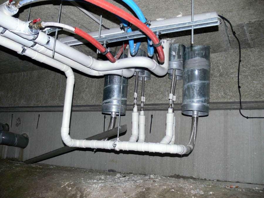 Le vide sanitaire délimite l'espace entre le terrain et le plancher d'un bâtiment. © Lamiot, CC BY-SA 3.0, Wikimedia Commons