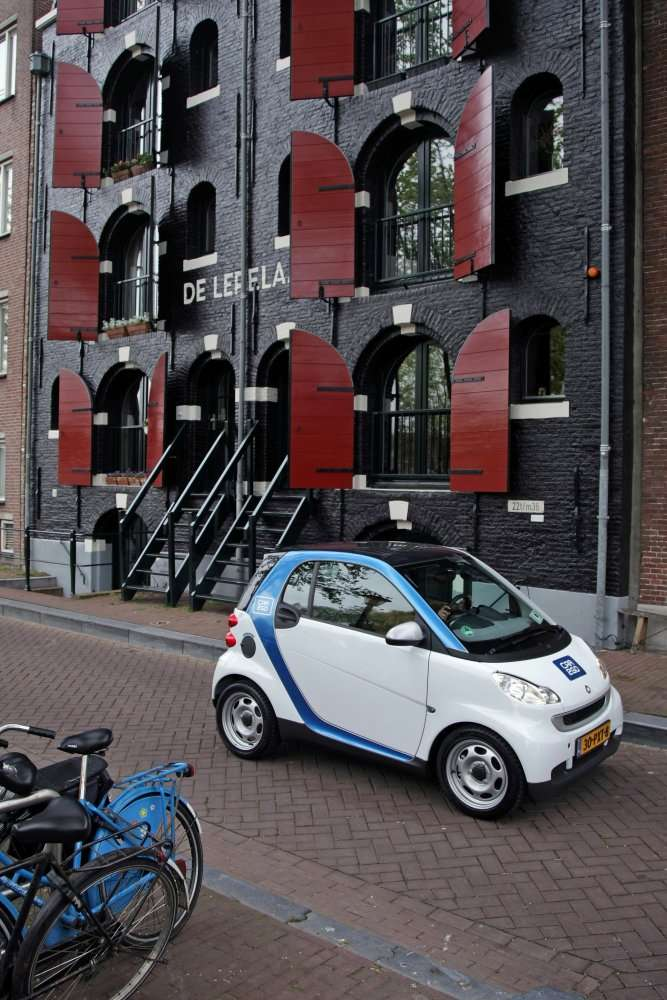 Une Smart Fortwo dans les rues d'Amsterdam. © Daimler