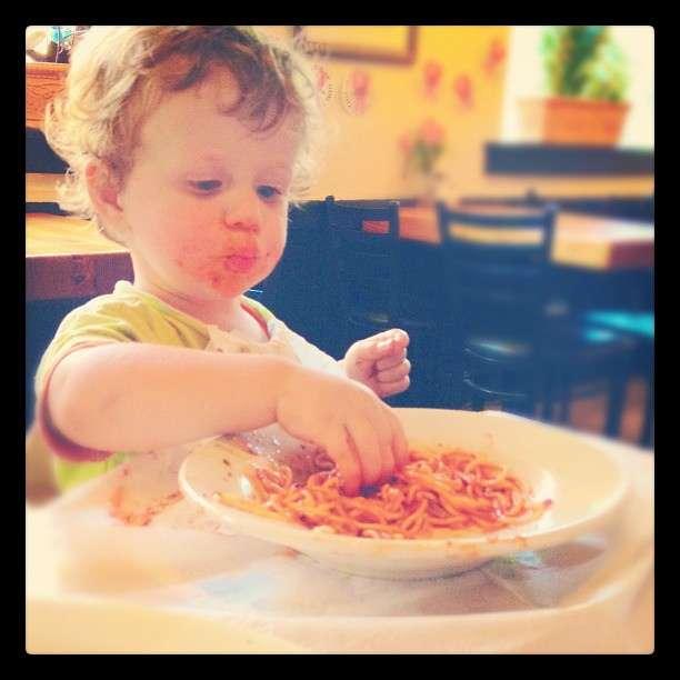 Le sommeil et l'alimentation sont étroitement liés. Cette étude suggère qu'un repos insuffisant des enfants en bas âge augmente la prise de nourriture et accroît le risque d'obésité. © B Rosen, Flickr, cc by nc 2.0