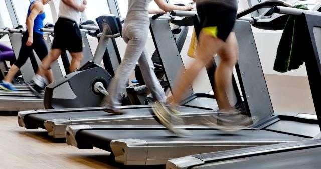 Le sport est une activité bénéfique. Mais lorsqu'il est pratiqué dans le but de maigrir, une demi-heure de pratique quotidienne suffit. Au-delà, il peut ralentir la perte de poids. © Mircea Foto, shutterstock.com