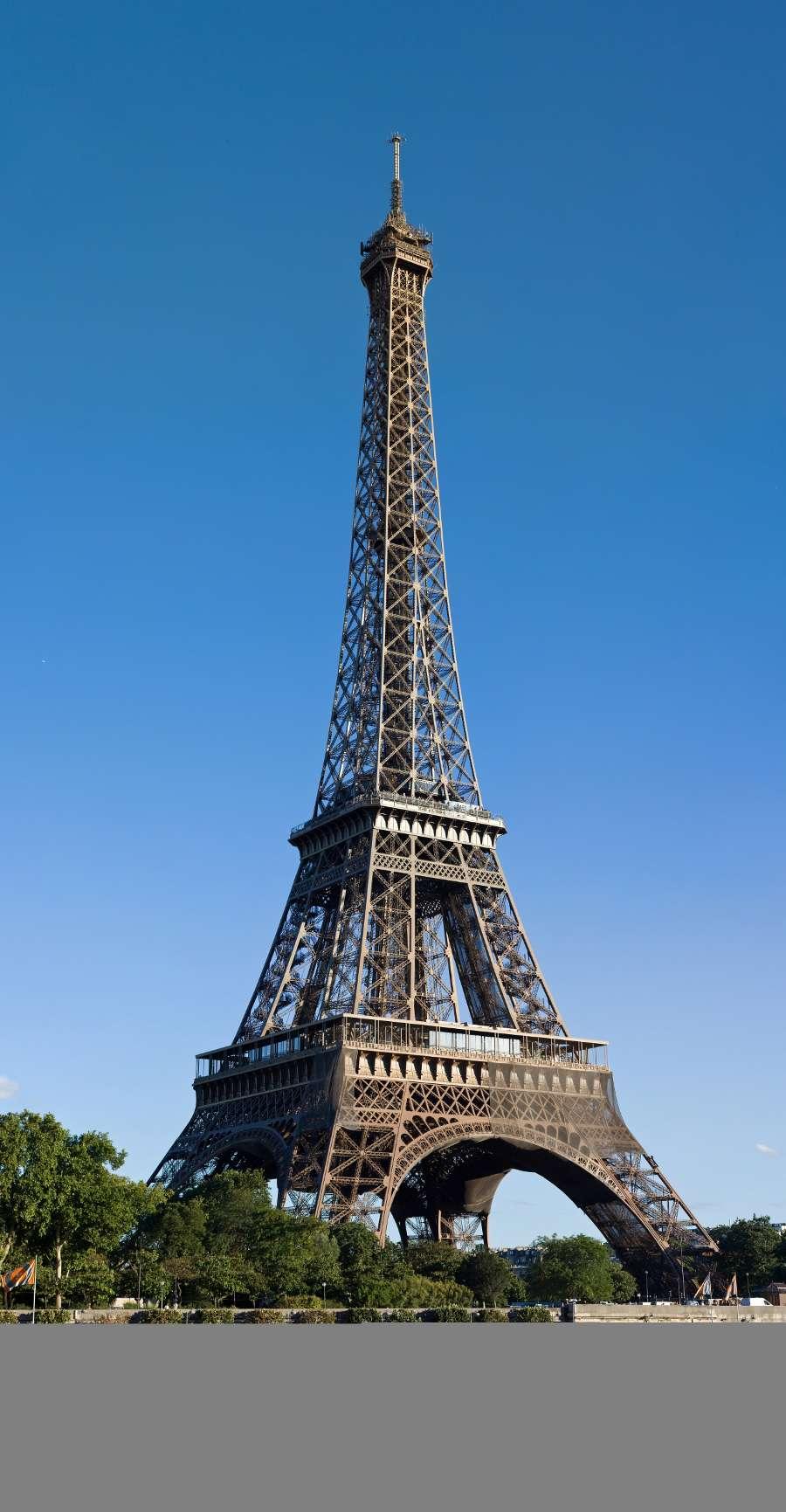 Une structure autoporteuse est une structure dont la stabilité est assurée par la seule rigidité de sa forme. Sur la photo, un exemple de tour autoporteuse, la Tour Eiffel. © Julie Anne Workman, CC BY-SA 3.0, Wikimedia Commons