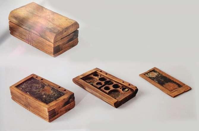 Cet outil en bois conçu au Moyen Âge avait peu ou prou l'utilité des tablettes numériques actuelles, comme l'iPad. Avec de nombreuses fonctionnalités en moins malgré tout... Une analyse plus poussée devrait nous parvenir dans le cadre d'une étude scientifique. © Ufuk Kocabaș