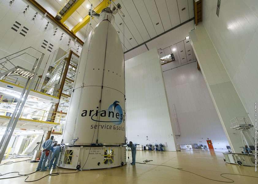 Le composite supérieur du lanceur Ariane 5 qui mettra en orbite les satellites Intelsat 30 et Arsat-1. © Esa, Cnes, Arianespace, service optique CSG