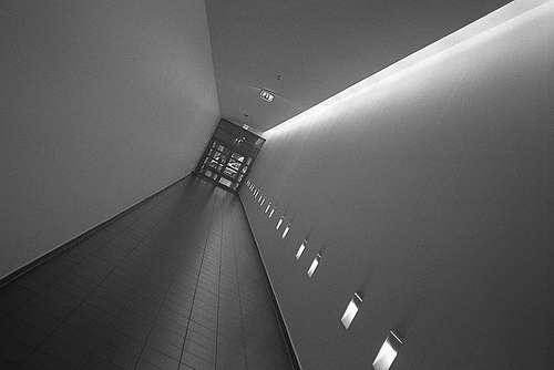 Un corridor est un long couloir qui dessert des pièces. © Reprolurch, CC BY-ND 2.0, Flickr