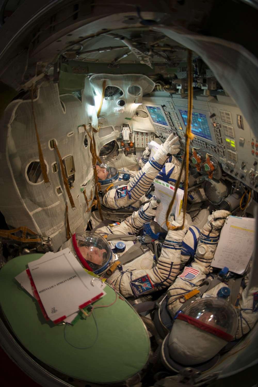 L'intérieur, très exigu, d'une capsule Soyouz, a servi de logement à trois astronautes plus longtemps que prévu cette semaine. © Esa, S. Corvaja