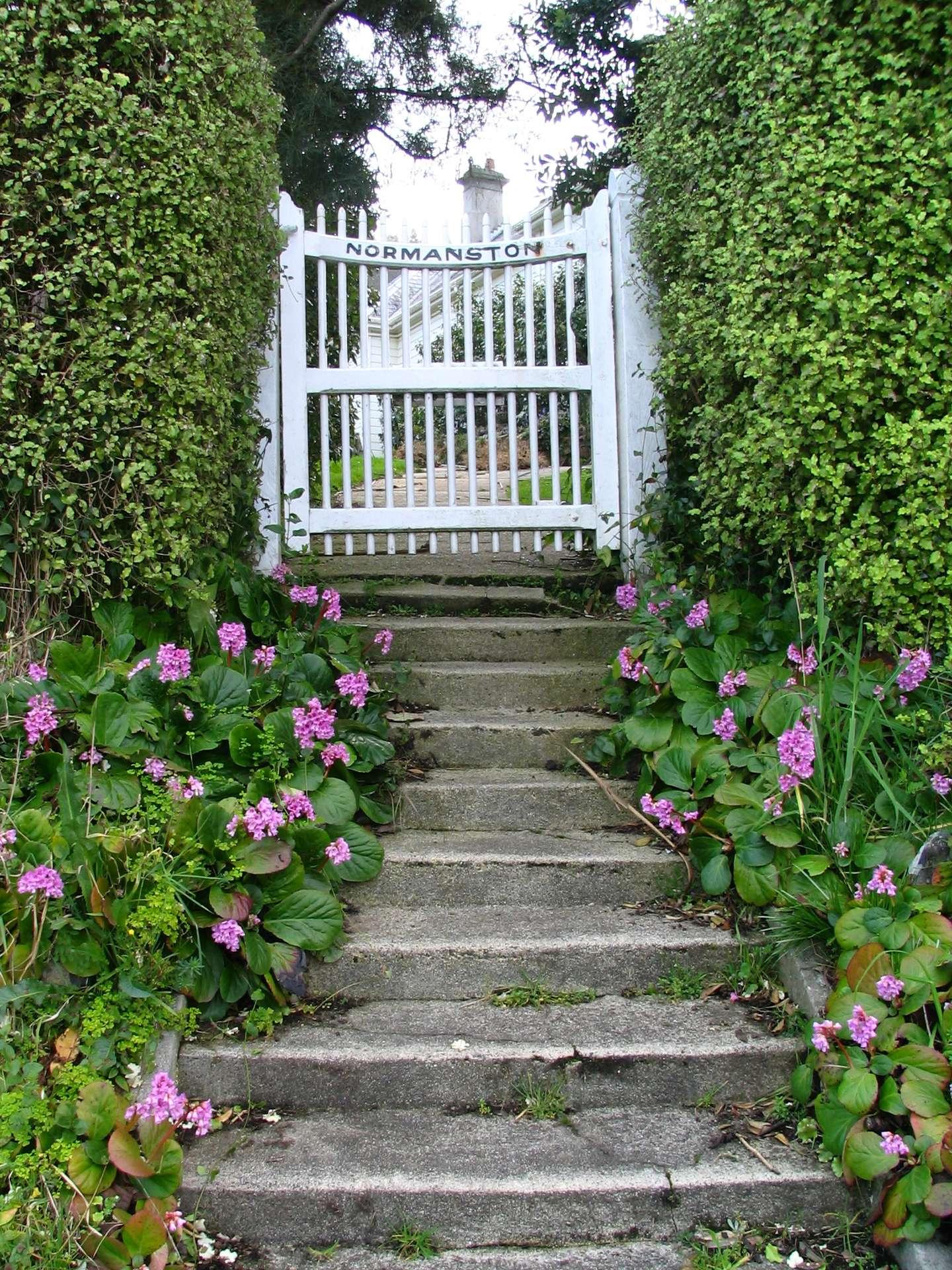 Un portillon est une petite porte d'extérieur. Ici un portillon donnant accès à un jardin. © Benchill, CC BY SA 3.0, Wikipedia Commons
