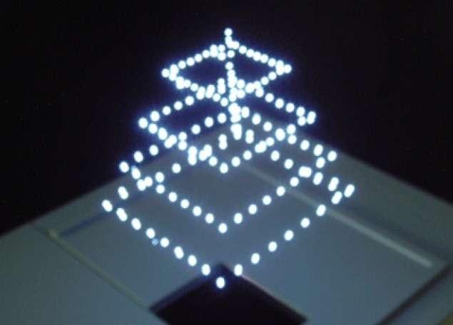Burton, une société créée par un groupe de scientifiques japonais, travaille depuis plusieurs années sur une technologie d'affichage qui diffuse des images 3D flottant dans l'air. Le système pourrait être testé en conditions réelles, dès l'année prochaine au Japon, par des entreprises et des municipalités. © DigInfo, Burton Inc.