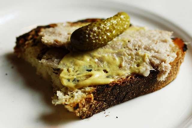 Les aliments contaminés par la Listeria (comme les rillettes) sont à l'origine de cas de listériose. © Roboppy, Flickr, CC by-nc-nd 2.0