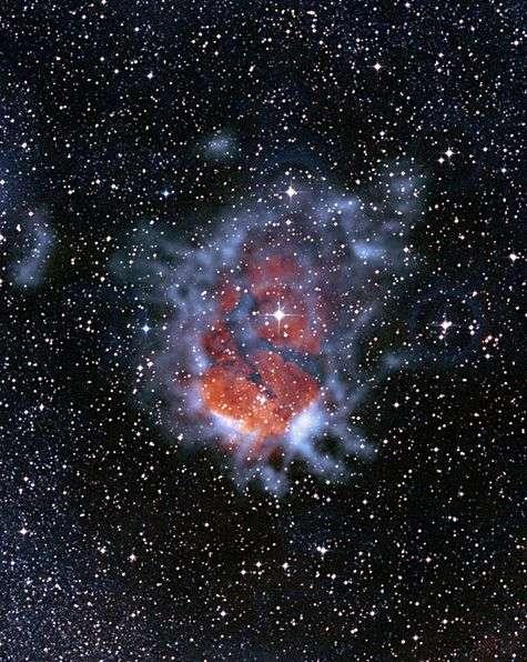 RCW120, pouponnière d'étoiles vue par Apex où les gaz froids apparaissent en bleu. Crédit ESO