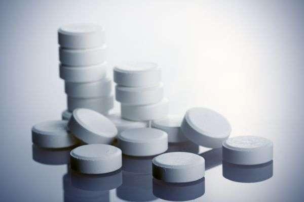 Même si les recherches doivent être poursuivies, les résultats préliminaires semblent montrer que la consommation d'aspirine réduise l'incidence du cancer colorectal. © Mars Evis/shutterstock.com
