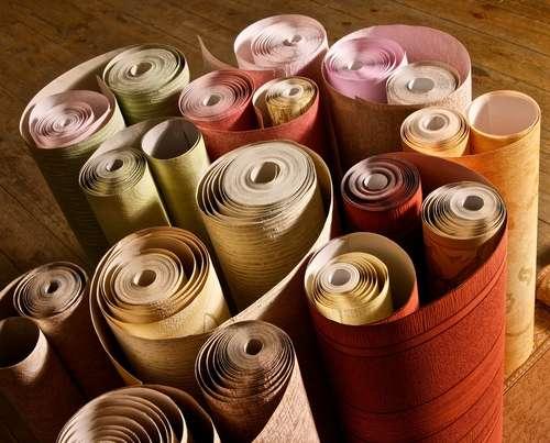 Le papier peint écologique est un type de produit assez récent, et n'est pas encore encadré par la réglementation. Vérifiez bien sur les étiquettes d'où vient le papier peint et comment il a été fabriqué. © jardin-bricomag.com