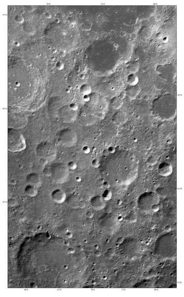 Première image, mosaïque de 19 photographies prises en octobre 2007, envoyée par la sonde Chang'e 1, à 200 kilomètres d'altitude de la surface. © China National Space Administration