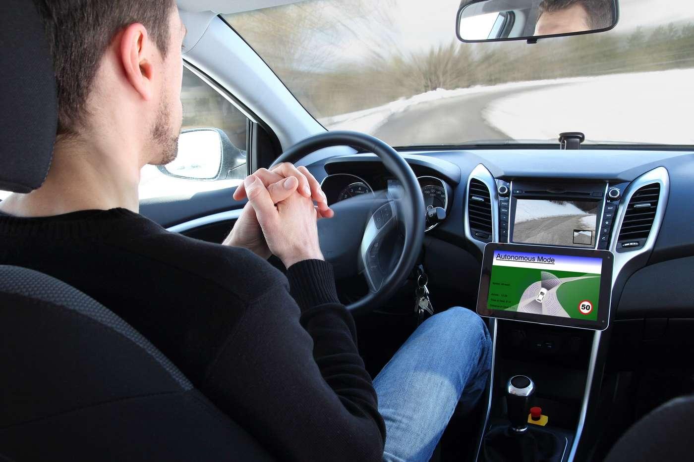 Pour apprendre à mieux réagir dans tous les cas de figure, une voiture autonome doit d'abord se tromper. © RioPatuca, Shutterstock