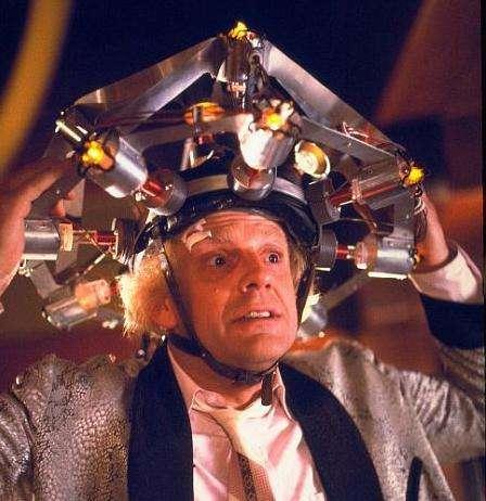 Les casques de stimulations, comme celui d'Emmett Brown (Retour vers le futur), seront-ils un jour interdits aux examens ? © DR