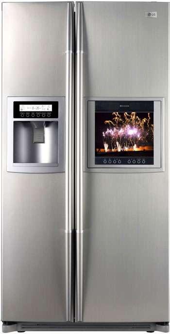 """Réfrigérateur/congélateur « américain », taille XXL (543 litres de volume utile), intégrant dans sa porte un écran TV LCD 15"""" raccordable sur le réseau Internet : environ 3000 €. Réf. GRG2263STBA. © LG"""