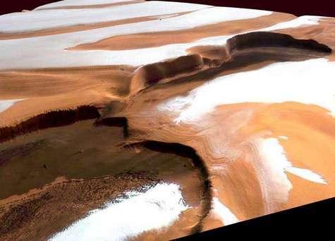 Détail de la calotte polaire nord de Mars, vue par Mars Express en 2005.