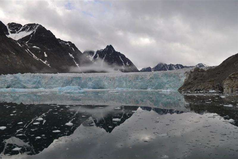 Les glaciers du Svalbard reculent rapidement. Ils recouvrent normalement 60 % de cet archipel, soit une superficie de 38.000 km². © William D'Andrea