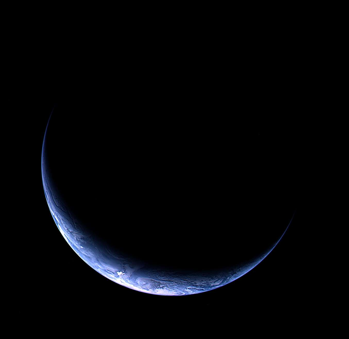 La beauté du croissant de Terre saisi par la sonde Rosetta. © ESA 2009 MPS pour OSIRIS Team MPS / UPD / LAM / IAA / RSSD / INTA / UPM / DASP / IDA